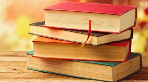creative_wallpaper_stack_of_books_on_the_bench_082401_